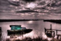 Τοπίο με τη βυθισμένη βάρκα Στοκ φωτογραφία με δικαίωμα ελεύθερης χρήσης