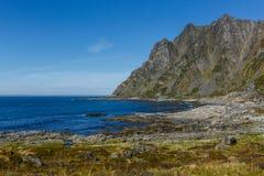 Τοπίο με τη θάλασσα και τα βουνά Στοκ Εικόνες