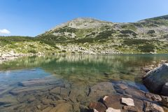 Τοπίο με τη μακριά λίμνη, βουνό Pirin, Βουλγαρία Στοκ Εικόνες