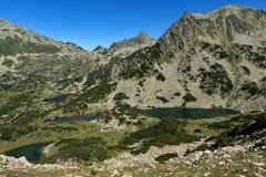 Τοπίο με τις chukar λίμνες αιχμών και Prevalski Valyavishki, βουνό Pirin, Βουλγαρία στοκ φωτογραφία με δικαίωμα ελεύθερης χρήσης