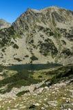 Τοπίο με τις chukar λίμνες αιχμών και Prevalski Valyavishki, βουνό Pirin, Βουλγαρία στοκ φωτογραφία