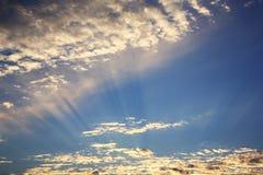 Τοπίο με τον ήλιο στα σύννεφα Στοκ Εικόνες