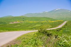 Τοπίο με τον αγροτικό δρόμο, Αρμενία Στοκ φωτογραφίες με δικαίωμα ελεύθερης χρήσης