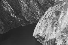 Τοπίο με τον ποταμό και τα δύσκολα βουνά Arribes del Duero SPA Στοκ εικόνα με δικαίωμα ελεύθερης χρήσης