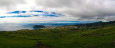 Τοπίο με το ηφαίστειο Monte Βραζιλία και Angra do Heroismo στο νησί Αζόρες, Πορτογαλία Terceira Στοκ φωτογραφία με δικαίωμα ελεύθερης χρήσης