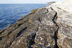 Τοπίο με το νερό και βράχοι στο νησί Thassos, Ελλάδα Στοκ εικόνα με δικαίωμα ελεύθερης χρήσης