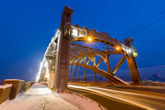 Τοπίο νύχτας με τα φω'τα από τα αυτοκίνητα Στοκ Εικόνες