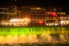 Τοπίο νύχτας της κωμόπολης του Phoenix (αρχαία πόλη Fenghuang) Στοκ εικόνες με δικαίωμα ελεύθερης χρήσης