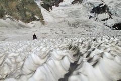 Τοπίο παγετώνων και μικρός αριθμός ατόμων Στοκ Εικόνα