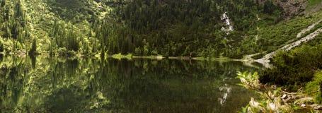 Τοπίο πανοράματος, λίμνη στα βουνά Στοκ εικόνα με δικαίωμα ελεύθερης χρήσης
