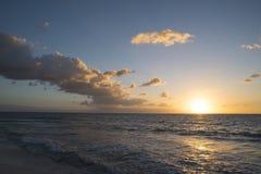 Τοπίο παραλιών με το ηλιοβασίλεμα το καλοκαίρι στοκ φωτογραφία με δικαίωμα ελεύθερης χρήσης