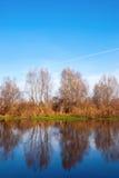 Τοπίο ποταμών το φθινόπωρο Στοκ φωτογραφία με δικαίωμα ελεύθερης χρήσης