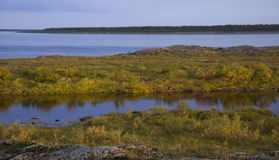 Τοπίο ποταμών φθινοπώρου στοκ εικόνα με δικαίωμα ελεύθερης χρήσης