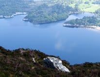 Τοπίο που βλέπει από το βουνό Troc στο δαχτυλίδι της ιρλανδικής αγελάδας, Ιρλανδία την άνοιξη Στοκ εικόνα με δικαίωμα ελεύθερης χρήσης