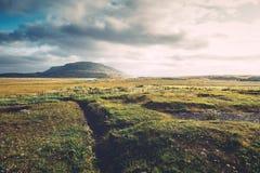 Τοπίο που φωτίζεται ισλανδικό από το φως του ήλιου Στοκ Εικόνες