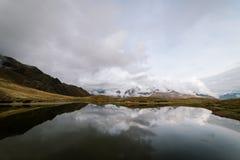 Τοπίο πρωινού με μια λίμνη Koruldi, Γεωργία βουνών Στοκ φωτογραφίες με δικαίωμα ελεύθερης χρήσης