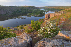 Τοπίο πρωινού με τον ποταμό στοκ φωτογραφία