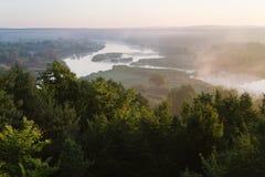 Τοπίο πρωινού με τον ποταμό στοκ εικόνες