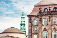 Τοπίο πόλεων, Κοπεγχάγη, φωτεινές προσόψεις των κτηρίων Στοκ Εικόνες