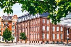 Τοπίο πόλεων, Κοπεγχάγη, φωτεινές προσόψεις των κτηρίων Στοκ εικόνα με δικαίωμα ελεύθερης χρήσης