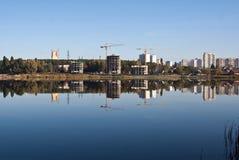 τοπίο πόλεων που αντανακ&la Στοκ εικόνα με δικαίωμα ελεύθερης χρήσης