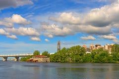 Τοπίο πόλεων με τα σύννεφα Στοκ εικόνες με δικαίωμα ελεύθερης χρήσης