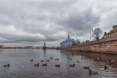 Τοπίο πόλεων με τον ποταμό Neva Στοκ Εικόνα