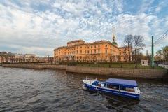 Τοπίο πόλεων με το σκάφος zamkomi Mikhailovsky Στοκ Φωτογραφίες