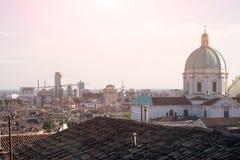 Τοπίο πόλεων του Brescia και ο θόλος καθεδρικών ναών στο δικαίωμα Στοκ εικόνες με δικαίωμα ελεύθερης χρήσης