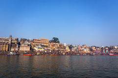 Τοπίο πόλεων του Varanasi - δείτε από τον ποταμό Ganga, Ινδία, αρχαίο τοπίο πόλεων, ταξίδι ποταμών του Varanasi, Στοκ φωτογραφίες με δικαίωμα ελεύθερης χρήσης