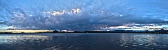 Τοπίο στη λίμνη του Βαρέζε Στοκ Εικόνες