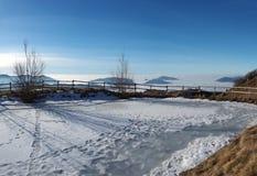 Τοπίο στη Po πεδιάδα και το βουνό Farno Η ομίχλη καλύπτει όλα τα χωριά και την πεδιάδα Padana Στοκ φωτογραφία με δικαίωμα ελεύθερης χρήσης
