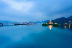 Τοπίο της λίμνης φεγγαριών ήλιων Στοκ Φωτογραφία