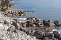 Τοπίο της λίμνης Garda από Padenghe sul Garda, Brescia, Ιταλία Στοκ Φωτογραφίες