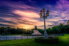 Τοπίο της Αγία Πετρούπολης στην αυγή με το δραματικό ουρανό Στοκ Φωτογραφία