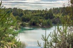 Τοπίο της δασικής μπλε λίμνης Στοκ φωτογραφίες με δικαίωμα ελεύθερης χρήσης