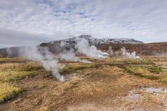Τοπίο της Ισλανδίας με τις θερμές πηγές Στοκ Εικόνες