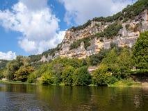 Τοπίο της κοιλάδας ποταμών Dordogne μεταξύ του Λα roque-Gageac και Castelnaud, Aquitaine στοκ φωτογραφία με δικαίωμα ελεύθερης χρήσης