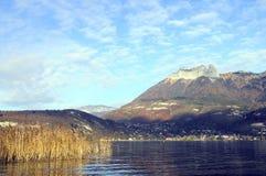 Τοπίο της λίμνης του Annecy στη Γαλλία Στοκ Εικόνες