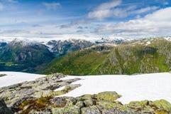 Τοπίο της νορβηγικής κοιλάδας βουνών Στοκ Εικόνα