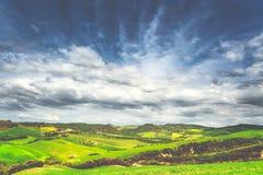 Τοπίο της Τοσκάνης - της Ιταλίας την άνοιξη στοκ εικόνες με δικαίωμα ελεύθερης χρήσης