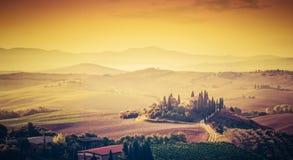 Τοπίο της Τοσκάνης, Ιταλία Έξοχος υψηλός - ποιοτικό πανόραμα που λαμβάνεται στη θαυμάσια ανατολή Στοκ Φωτογραφίες