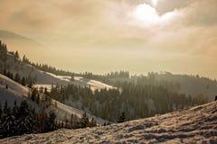 Τοπίο τοπίου σε αυστριακό Apls στο σκι τοπικό, τοπικό LAN χειμερινού χιονιού Στοκ Φωτογραφίες