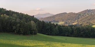 Τοπίο του βαυαρικού δάσους με την άποψη στο βουνό η μικρή και μεγάλη Rachel στοκ εικόνες