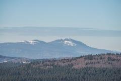 Τοπίο του βαυαρικού δάσους με την άποψη στο βουνό μικρό Arber και μεγάλο Arber, Βαυαρία, Γερμανία Στοκ Εικόνες