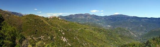 Τοπίο του κορσικανικού φυσικού περιφερειακού πάρκου γύρω από Riventosa vil στοκ εικόνα