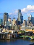 Τοπίο του Λονδίνου, πόλη του Λονδίνου, επιχειρησιακό κέντρο το αγγούρι χρηματοδότησης ανταλλαγής πόλεων 42 κέντρων οικοδόμησης σφ Στοκ Εικόνα
