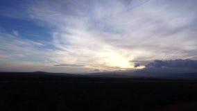 Τοπίο του ουρανού κάπου στην Ισπανία απόθεμα βίντεο