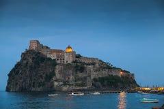 Τοπίο του Πόρτο ισχίων, αρχαίο Aragonese Castle Στοκ Εικόνες