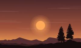 Τοπίο του λόφου στις σκιαγραφίες ηλιοβασιλέματος στοκ φωτογραφίες με δικαίωμα ελεύθερης χρήσης